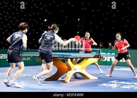 London, Großbritannien. 24 Feb, 2018. ITTF-Team WM-Spiel zwischen DING Ning, LIU Shiwen, von China und SOO Wai Yam - Stockfoto
