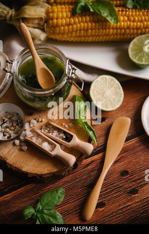 Mais gebraten auf dem Grill - Stockfoto