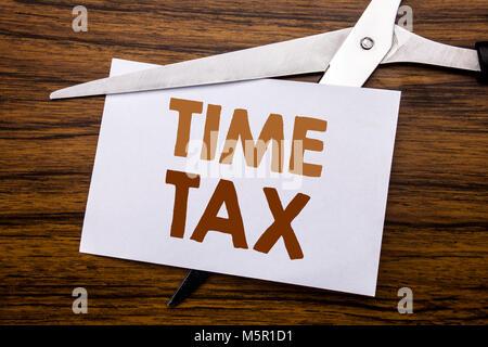 Hand schreiben Bildunterschrift Inspiration, die Steuer. Business Konzept für Steuern Finanzen Erinnerung auf Notiz - Stockfoto