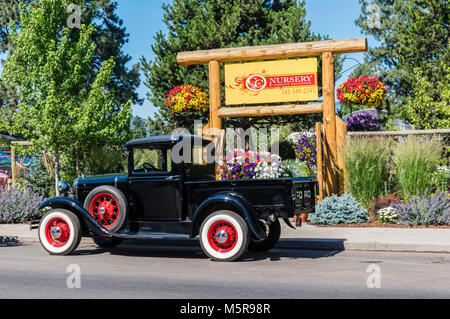 Vintage Ford Motor Company Lkw vor C&C Baumschule. Schwestern, Oregon - Stockfoto