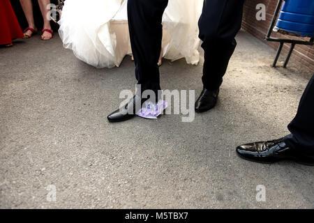 Brechen die Platten auf der Hochzeit beliebte Tradition - Stockfoto