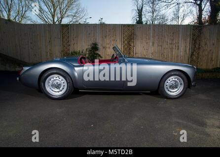 MGA Klassische britische Sportwagen Roadster mit Dunlop Räder - Stockfoto