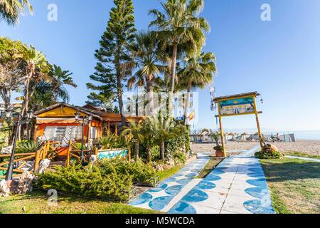 Strand am Mittelmeer, in Torremolinos, Spanien. - Stockfoto