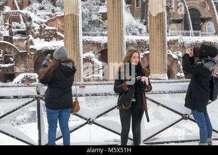 Rom, Italien. 26 Feb, 2018. Eine außergewöhnliche Wetter Ereignis verursacht eine kalte und warme Luft in ganz Europa, - Stockfoto