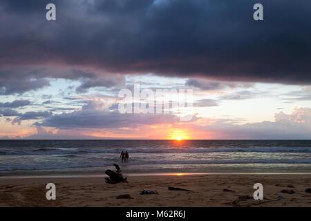Induruwa Beach, Sri Lanka, Asien - genießen Sie den Sonnenuntergang am Strand von Induruwa - Stockfoto