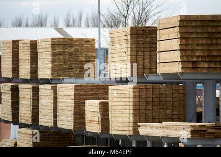 Bulk Holz Holzbau Materialien gelagert in einem Bauherren Händler im Vereinigten Königreich - Stockfoto