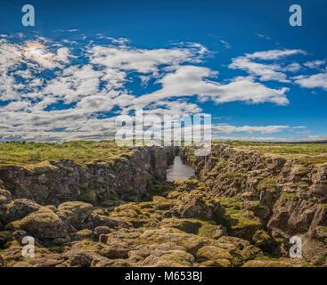 Almannagja riss. Thingvellir National Park, ein UNESCO-Weltkulturerbe, Island. - Stockfoto