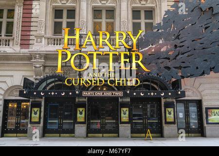 """""""Harry Potter und die Verfluchten Kind' Festzelt an der Lyric Theatre in Times Square, New York City, USA - Stockfoto"""