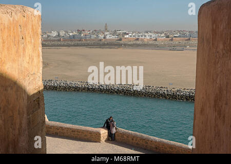 Blick von der Kasbah des Udayas, im Hintergrund Bou Regreg Fluss und Verkauf, Rabat. Marokko - Stockfoto