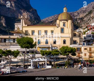 Kirche Santa Maria Assunta, Positano, Amalfi, Italien. - Stockfoto