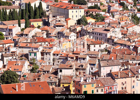 Typisch kroatische Architektur in der Altstadt von rovini an der Mittelmeerküste - Kroatien. Luftaufnahme. - Stockfoto