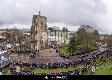Allgemeine Ansicht in der Leitung bei der Kirche St. Mary, Church Street, England bis zu der Trauerfeier von Graham - Stockfoto