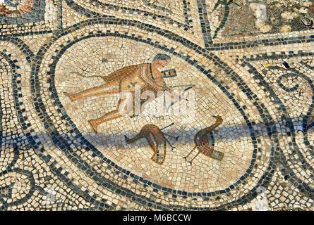 Römische Mosaik eines Jägers. Volubilis Archäologische Stätte, in der Nähe von Meknes, Marokko - Stockfoto