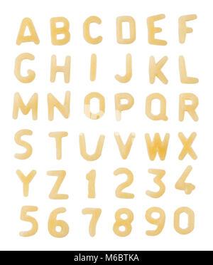 Alphabet aus makkaroni Buchstaben auf weißem Hintergrund. - Stockfoto