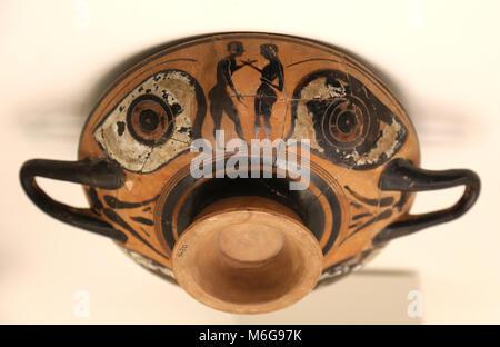 Auge - Cup (Kylix) mit Jungen zahlen Szene und zwei Augen gestaltet. Pre-klassischen griechischen Archaik. 6. Jahrhundert - Stockfoto