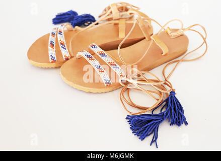 21d08ca99a59 Böhmische griechische Sandalen aus Leder in blau und türkis farben -  Stockfoto