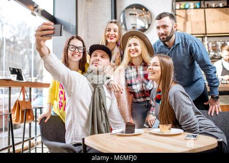 Freunde im Cafe - Stockfoto
