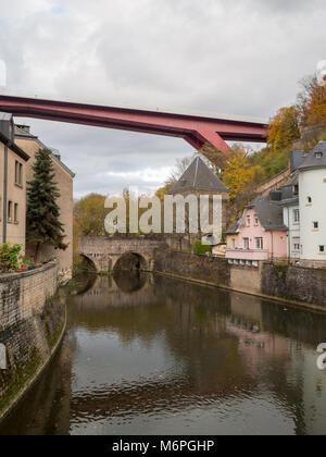 Großherzogin Charlotte Brücke über die Alzette Fluss und Pfaffenthal - Stockfoto