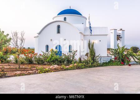 Die multi-konfessionellen Kirche des Hl. Nikolaus auf einem Ufer closeup in Paphos, Zypern. - Stockfoto