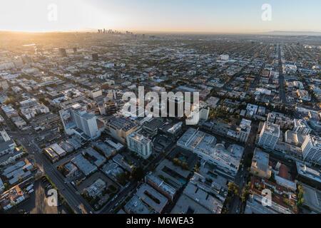 Los Angeles, Kalifornien, USA - 20. Februar 2018: Antenne sonnenaufgang Blick auf Hollywood Blvd. in der Nähe von - Stockfoto
