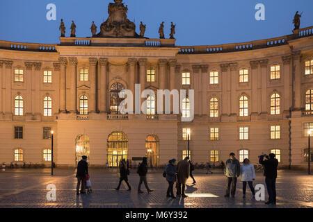 Der Humboldt Universität sowie dem Bebelplatz bei Nacht, Mitte, Deutschland - Stockfoto