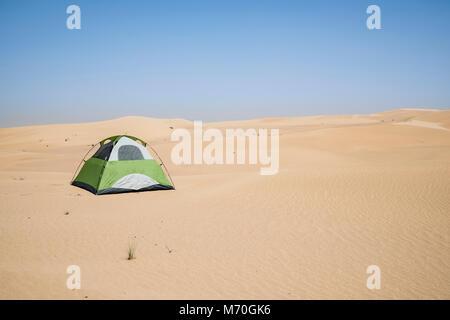 Isolierte Zelt in der Wüste - Stockfoto