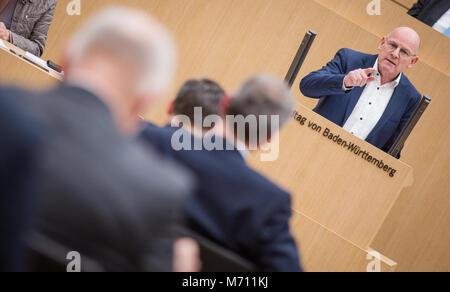 07 März 2018, Deutschland, Stuttgart: Der Minister für Verkehr in Baden-Wuerttemberg Winfried Hermann (Bündnis 90/Die - Stockfoto