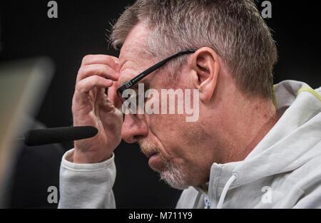 07 März 2018, Deutschland, Dortmund: Borussia Dortmunds Trainer Peter Stoeger gibt eine Pressekonferenz im Signal - Stockfoto