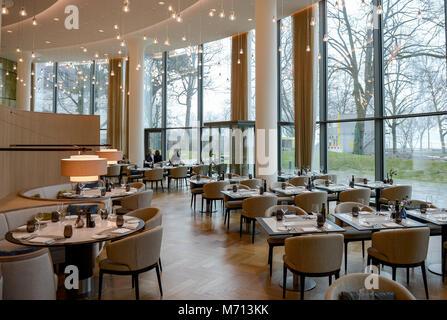 """07 März 2018, Deutschland, Hamburg: Das Garden Restaurant des Hotel Fontenay"""" an der Hamburger Außenalster. Das - Stockfoto"""