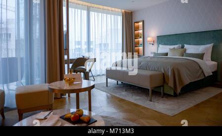 """07 März 2018, Deutschland, Hamburg: ein Zimmer des Hotel Fontenay"""" an der Hamburger Außenalster. Das Hotel wird - Stockfoto"""