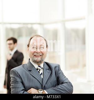 Porträt des General Counsel des Unternehmens auf dem Hintergrund - Stockfoto