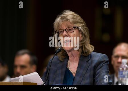 Washington, USA. 07 Mär, 2018. Brenda Farrell der United States Government Accountability Office bezeugt vor United - Stockfoto