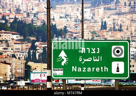 ISRAEL - 21. SEPTEMBER 2017: Schild nach Nazareth, Israel - Stockfoto