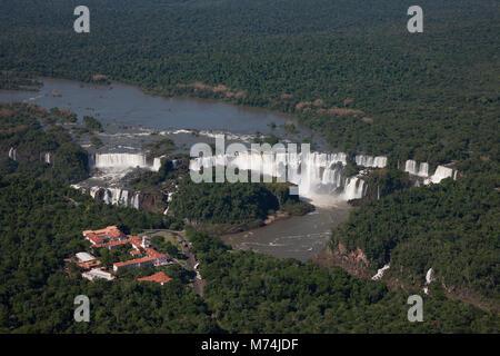 Sommer panorama aerial Iguazu Wasserfälle Wasserfälle, UNESCO-Weltkulturerbe, Naturwunder der Welt, Belmond Hotel - Stockfoto