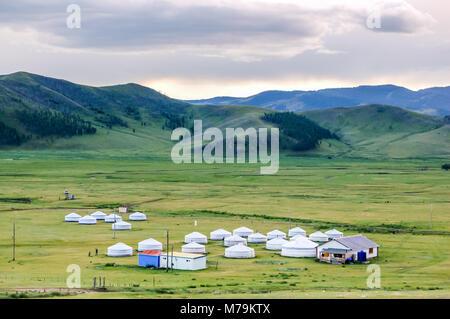 Mongolische Jurten genannt Gers auf zentralen mongolischen Steppe - Stockfoto