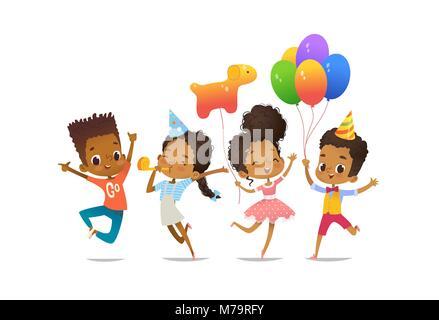 Gruppe von afroamerikanischen glücklich, Jungen und Mädchen mit den Ballons und Geburtstag Hüte glücklich mit ihren - Stockfoto