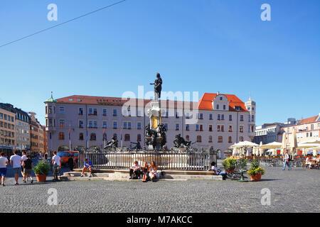 Augustusbrunnen auf dem Rathausplatz (Quadrat), Augsburg, Schwaben, Bayern, Deutschland, Europa - Stockfoto