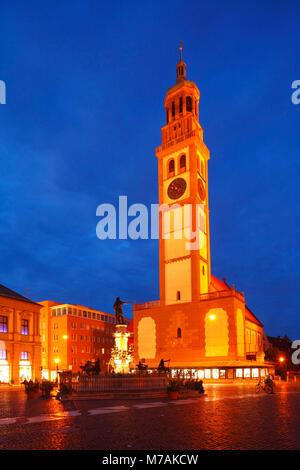 Auf dem Rathausplatz Perlachturm (Platz) in der Dämmerung, Augsburg, Schwaben, Bayern, Deutschland, Europa - Stockfoto