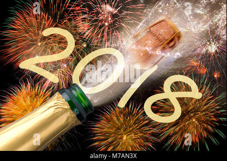 flasche champagner knallend auf neujahr silvester party mit feuerwerk im hintergrund stockfoto. Black Bedroom Furniture Sets. Home Design Ideas
