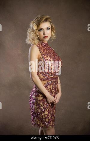 Porträt einer schönen blonden Frau - Stockfoto