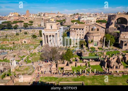 Die antiken Ruinen des Forum Romanum in Rom, Italien - Stockfoto
