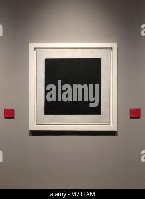 """Gemälde """"Schwarzes Quadrat"""" (1923) von der Russischen Avantgarde Maler Kasimir Malewitsch auf Anzeige an der Ausstellung - Stockfoto"""