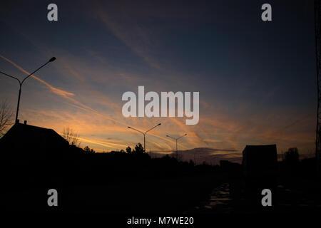 Silhouetten und Sonnenaufgang Himmel Hintergrund - Stockfoto