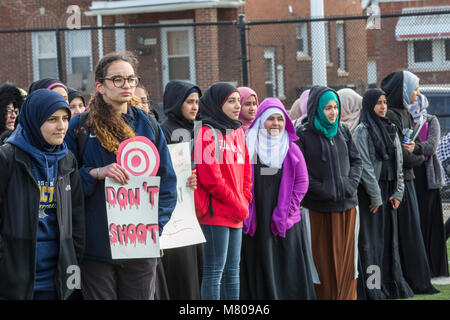 Dearborn, Michigan, USA - 14. März 2018 - Schüler von Fordson High School aus der Klasse für 17 Minuten ging ein - Stockfoto