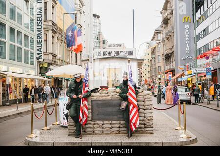 Checkpoint Charlie - frontier Checkpoint auf der Friedrichstraße in Berlin - Stockfoto