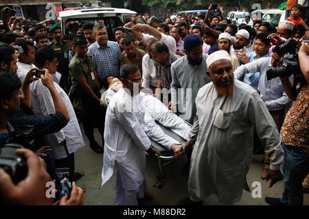 Kathmandu, Nepal. 16 Mär, 2018. Drei weitere US-Bangla Flugzeugabsturz überlebenden zurück bei Dhaka in Bangladesch - Stockfoto