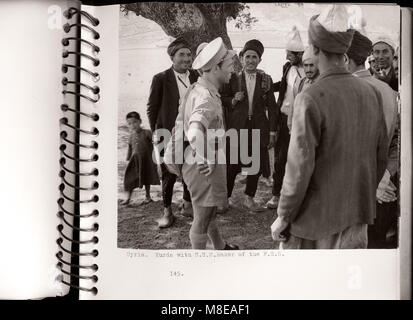 1943 Syrien - das britische Militär Office behandelt Kurdischen Menschen entlang der Grenze zu Syrien Türkei - viele - Stockfoto