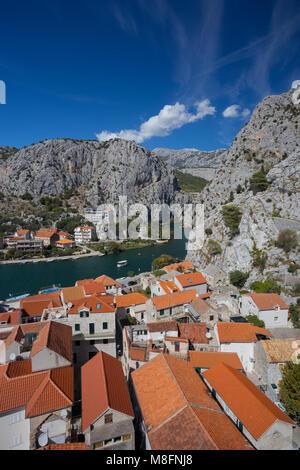 Omis, die Stadt und die Türen der Fluss Cetina, Kroatien - Stockfoto