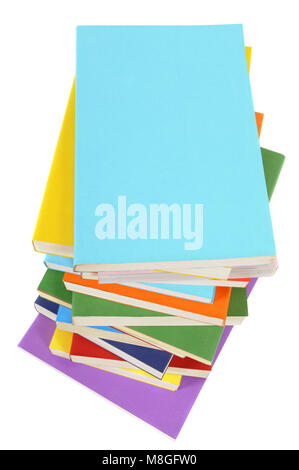 Unordentlicher Haufen von bunten Taschenbücher auf einem weißen Hintergrund. Platz für Kopieren. Stockfoto