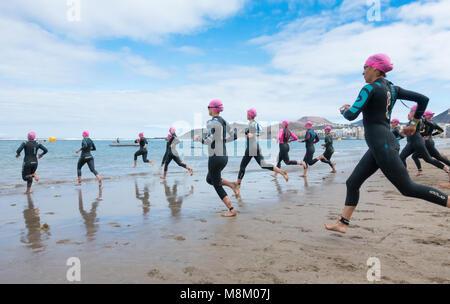 Las Palmas, Gran Canaria, Kanarische Inseln, Spanien. 18. März, 2018. Beginn der Sprint der Frauen Schwimmen an - Stockfoto